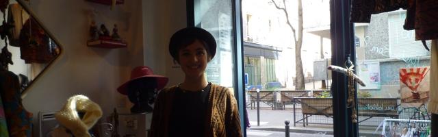 Photo d'Anaïs, chargée de la boutique la Toute Petite Rockette, dans la boutique, crédit photo B.Brochenin