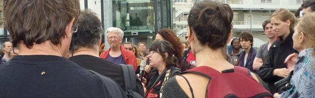 Hélène, taxi parisien, le 5 juillet 2014, lors de la manifestation de soutien à l'émission Là-bas si j'y suis, devant la Maison de la Radio, Paris, 16è arrondissement.