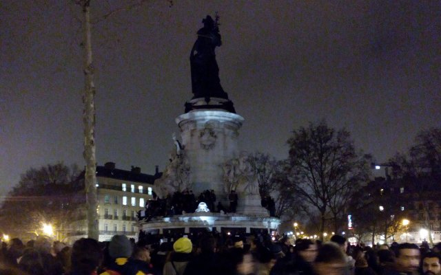 Place de la République, arrivée, vers 20h